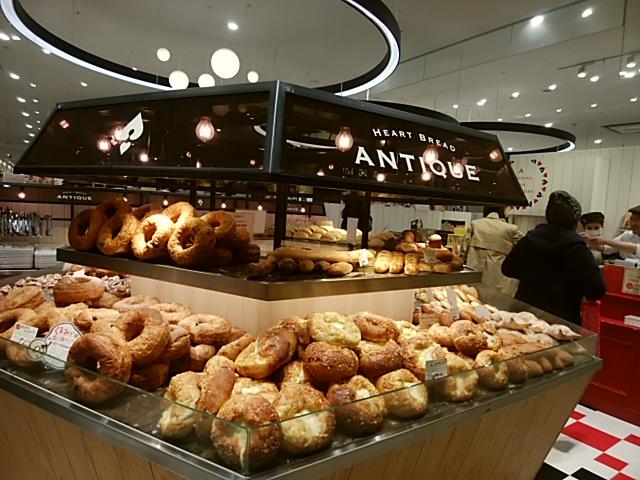 テレビで仲里依紗さんが絶賛の「あん食パン」が買えるANTIQUE(アンティーク)