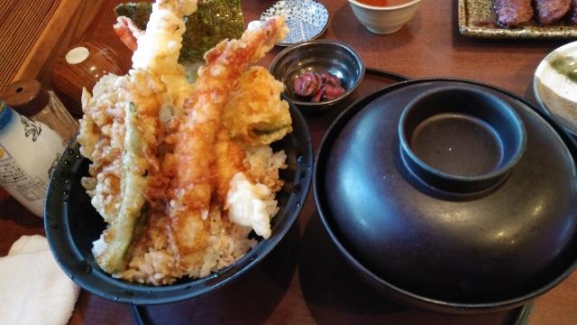 ランチタイムはフリードリンク。新鮮お魚が低価格で食べられる「まるさ水産」