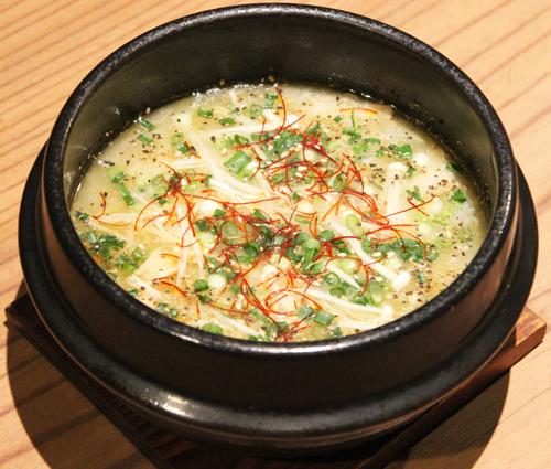 「tama cafe」の、参鶏湯(サムゲタン)