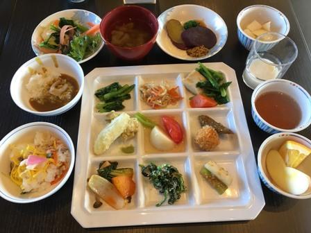 """""""野菜料理""""のビュッフェレストラン「さんち家」で女子会ランチ"""