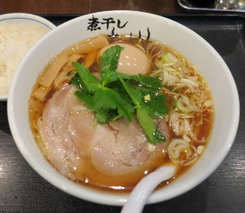 スープの味わいがたまらない!立川駅北口「煮干しらーめん青樹」