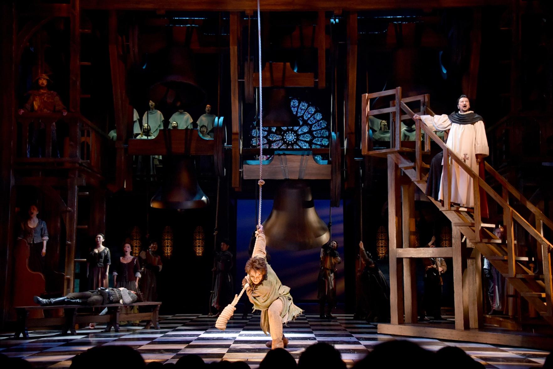 劇団四季『ノートルダムの鐘』舞台写真①(C)Disney