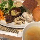 「千里山パン工房 エメ・ラ・ヴィ」の野菜たっぷり幸せランチ