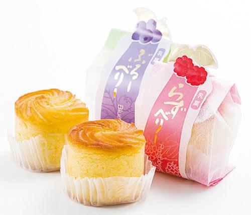 「乳菓ラズベリー」「乳菓ブルーベリー」(各180円)も人気上昇中