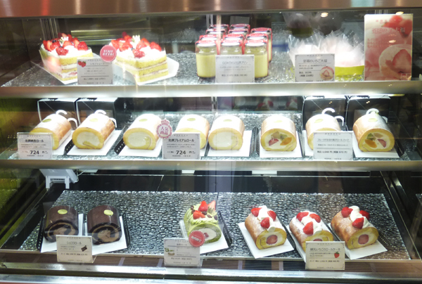 ロールケーキの陳列