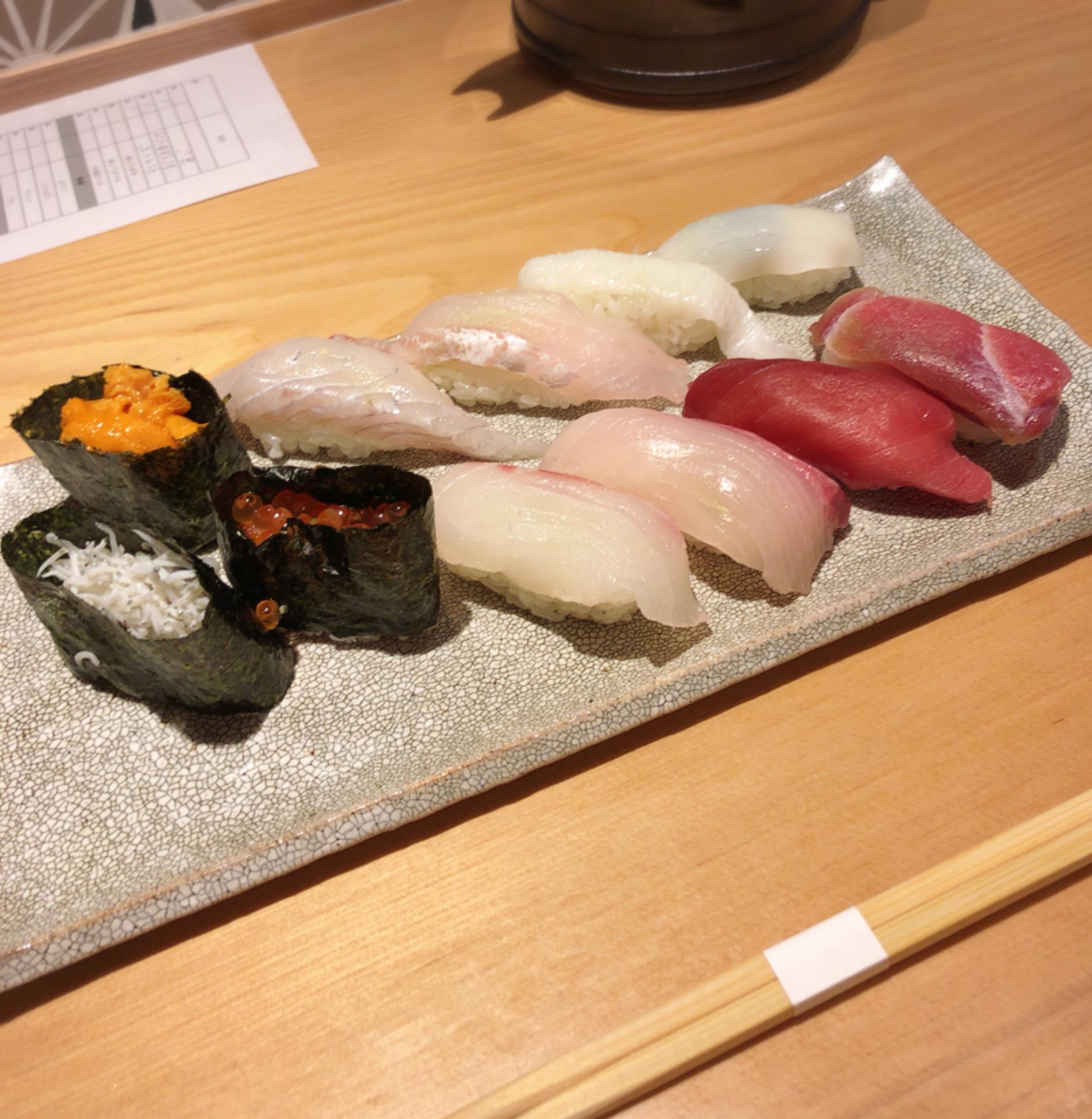 職人さんが握るおいしいお鮨を食べ放題でおなかいっぱい食べてきました!