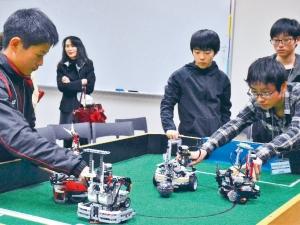 ロボット・サッカーの試合風景