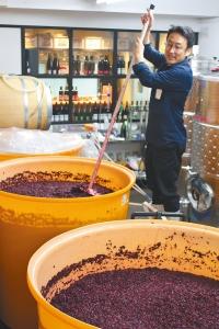 醸造部長の上野浩輔さん