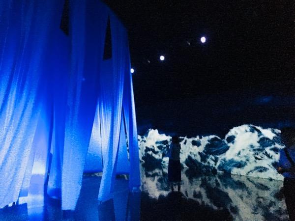 酷暑に幻想的な空間と涼を求めて☆「千住博&チームラボ」堂島で9/2まで開催中