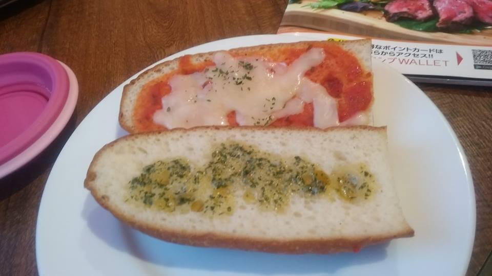 ガーリックトーストとピザトーストのセット