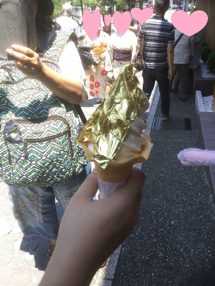 金沢で箔一の【金箔ソフトクリーム】