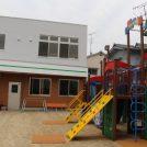 新規オープン・「さかのうえ保育園 小坂園」は園庭も広々。
