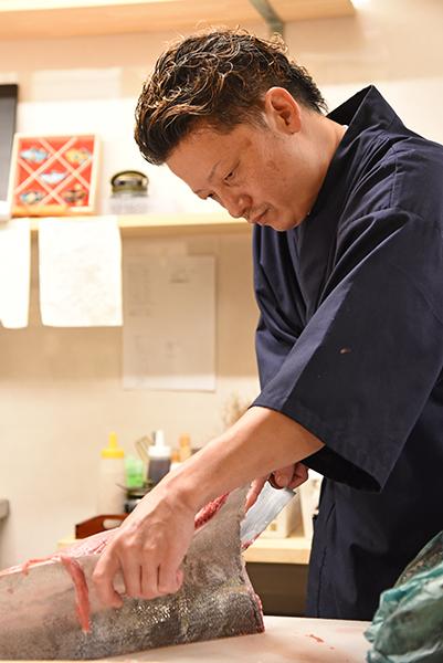 店長の平岡尚也さん、柏駅東口、魚浜(さかな)で旬の魚料理をビールやこだわりの日本酒で