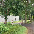 流山の里山にオープン2年の「森の美術館」、絵画鑑賞を緑の中で
