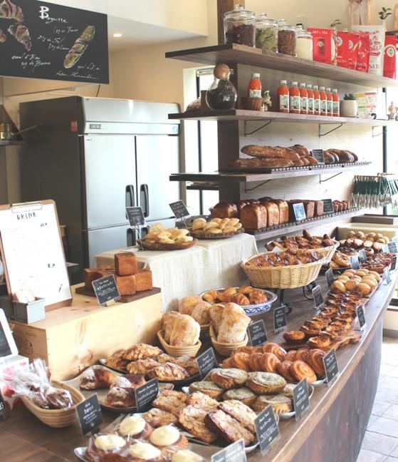 丘の上のパン屋店内