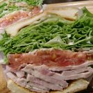 圧倒的なボリュームのサンドイッチといえばここ、カフェリッカ!菊水