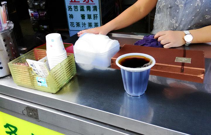 台北の青草街の青草茶