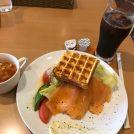 焼きたてが最高!焦がしバターの本格ワッフルを大阪「プルミエ」で