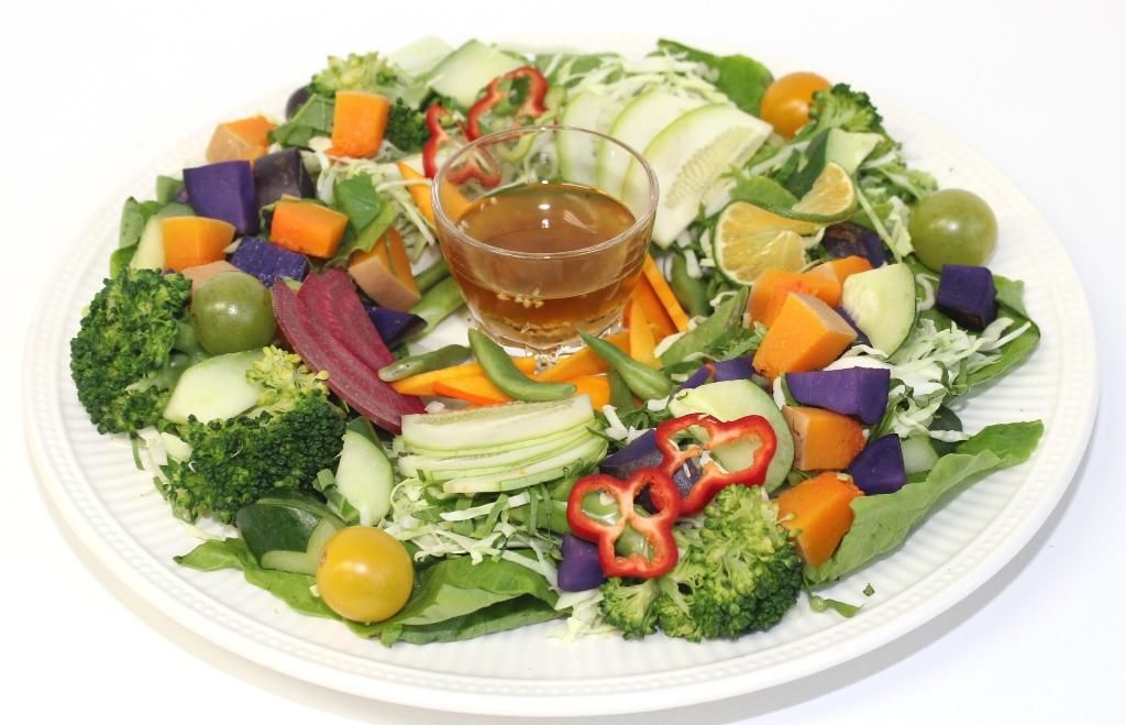 サラダ盛り付け