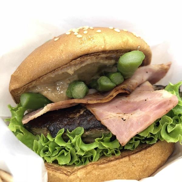 酒々井プレミアムアウトレットでしか食べられない、限定「ピーナッツバターバーガー」