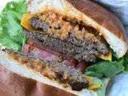 【コストコ】に行ったら必食!「チーズバーガー」がコスパ最高♪
