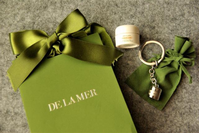 DE LA MERカウンターでクイズに答えてプレゼントをゲット!