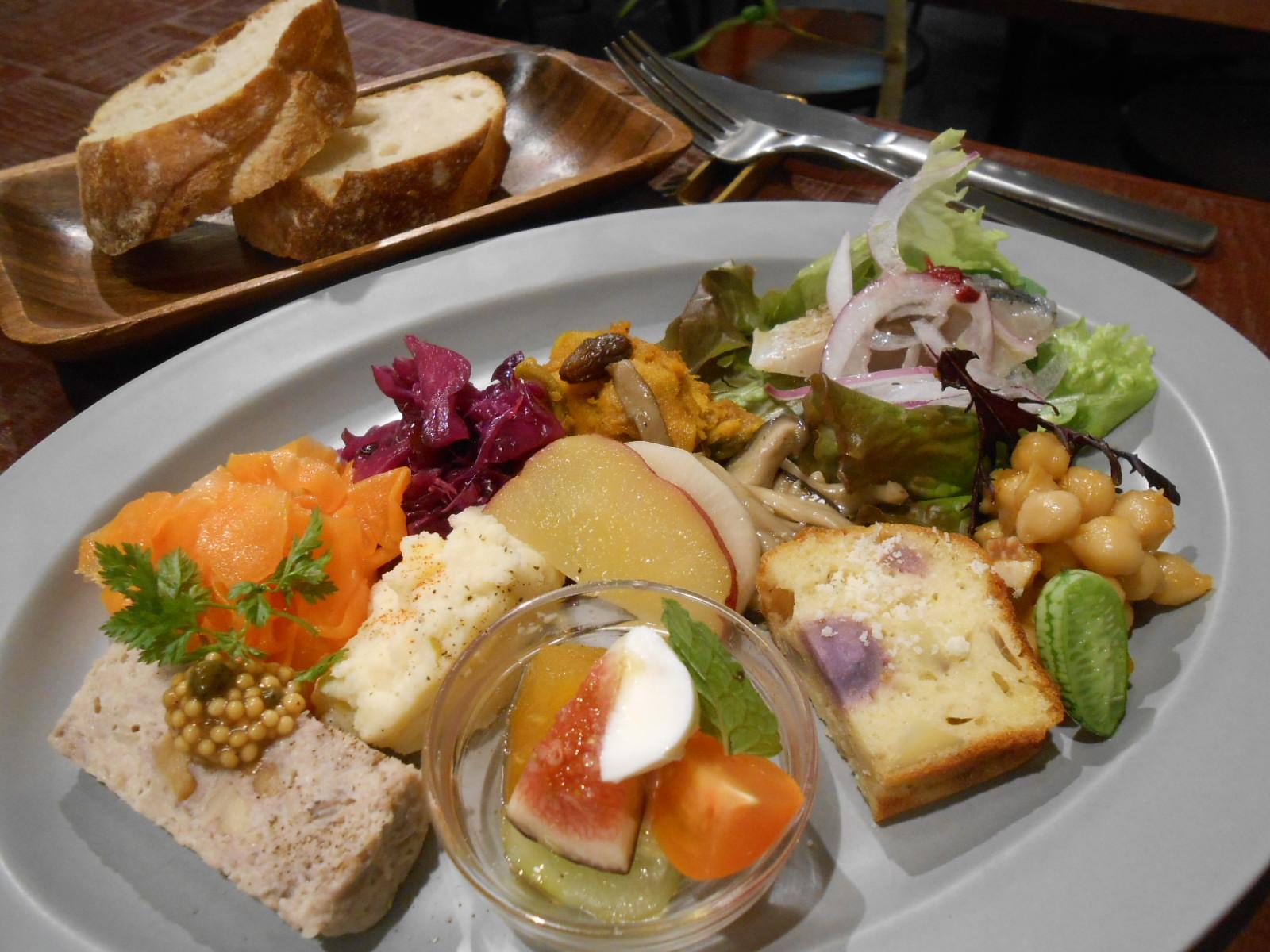 歓声が上がる!10種類の華やか前菜が人気のランチ♪神戸元町「イーペル」