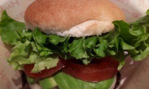 パンやさんが作るこだわりバンズの絶品バーガー 芦屋「PT'S BURGER」