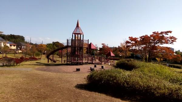 【仙台市泉区】大きな遊具のある公園【駐車場完備】