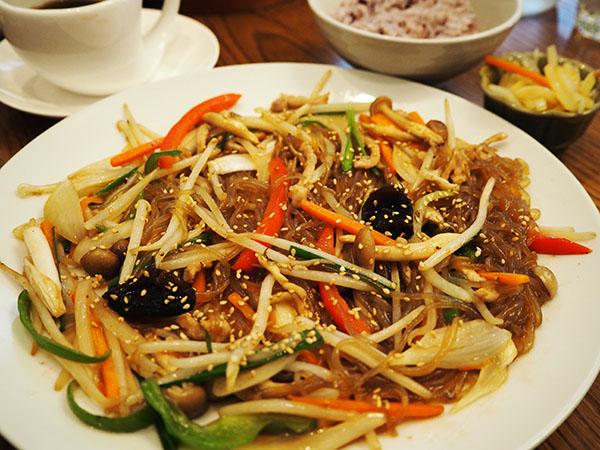 ママ友ランチで好評★約20種類からメインが選べる韓国家庭料理「菜ちゅり」