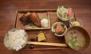 【反町】魚(ウオ)バル・サルの活きの良い魚ランチ