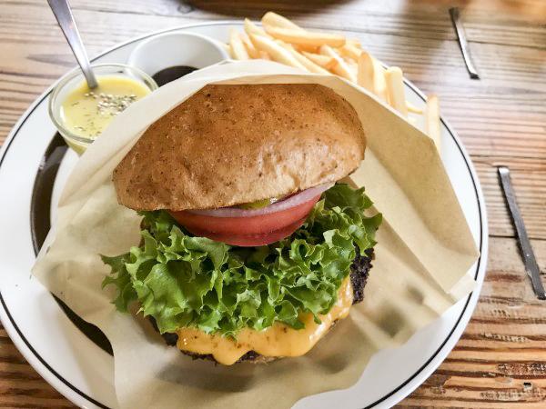 カリカリのパテと特注バンズで作るハンバーガー!バイザウェイ@茅ヶ崎
