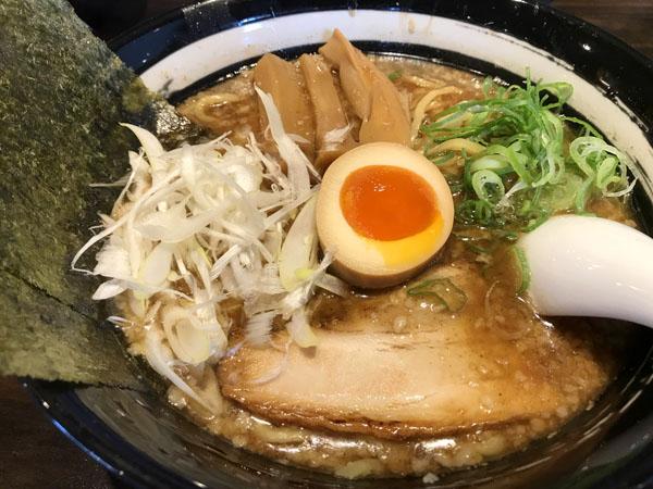 行列店に並んでみたら、名古屋初の「節骨麺」専門店だった(池下/節骨麺たいぞう)