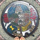 【マンホールさんぽ】夏らしくカラフルに〈香川県丸亀市〉