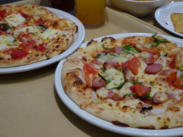 焼きたてピザをお手軽に!「ピザハット」でイートイン @津田沼