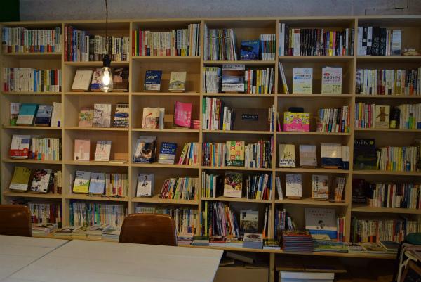 川口の商店街に新たにオープン。人をつなぐ街の情報発信ブックカフェ〝ココシバ〟