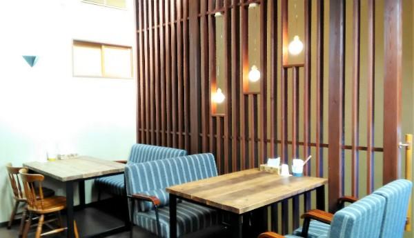コッペパンはテイクアウトもできますし、2階のカフェスペースで頂くこともできるそうです。