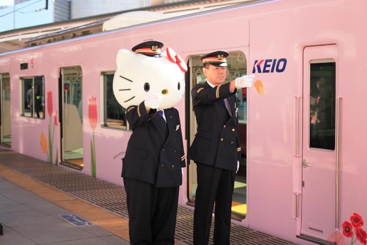 京王線でサンリオキャラクターのフルラッピングトレインがお目見え!