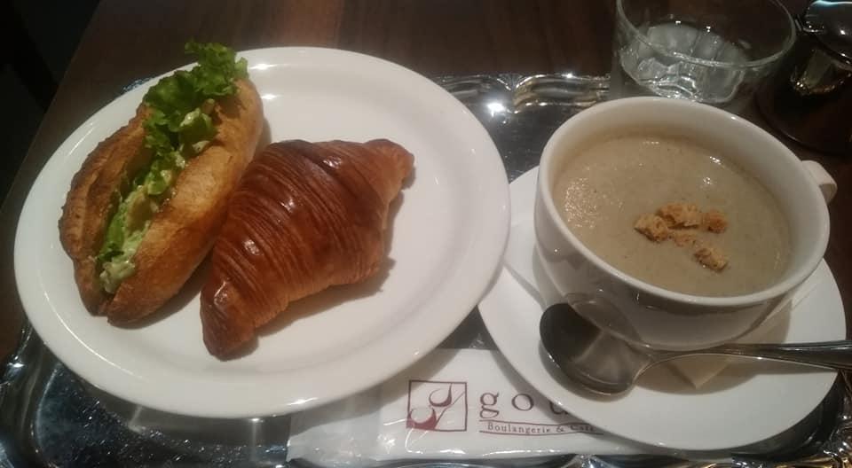 エビとアボカドのカスクルートとクロワッサンをチョイス!大阪「ブーランジュリー&カフェ グウ」