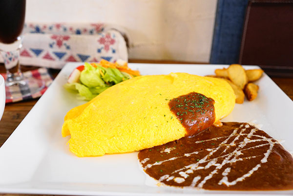 オムライスと自家製ケーキ、ゆったりくつろげる隠れ家「本山 de cafe HARUJI(ハルジ)」