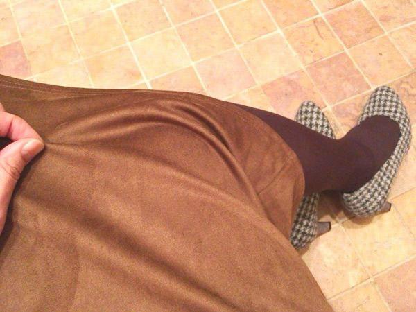 驚きの990円!【GU】質感良すぎなフェイクスエードのスカートが使える♪