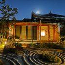 【長谷寺の夜間特別拝観】境内がライトアップされて幻想的に