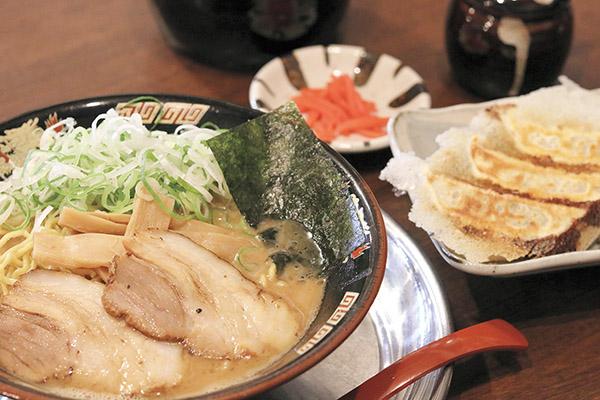 冬のおいしいが満載!リビングきりしまグルメガイド「拉麺 王角」