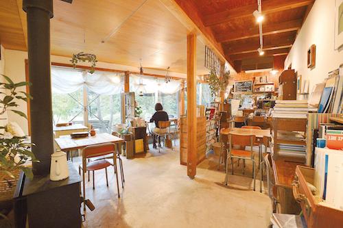 上質な読書時間を過ごす「Book Cafe(ブックカフェ)」