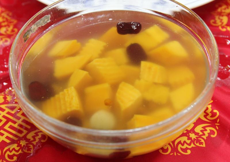 サツマイモとヤマイモの甘いスープ