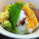 握りの鮮魚を丼で!海鮮丼ランチ800円が一番人気。天満橋「奢酌楽(じゃぐらー)」