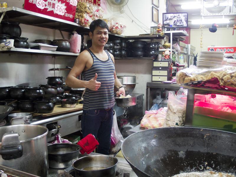 台北の薑母鴨(ジャンムーヤー)店のお兄さん