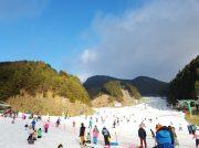市内からもアクセス良好。気軽に行ける雪遊びスポット!久万スキーランド