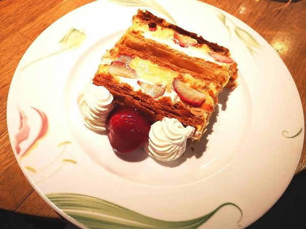 絶品キハチのナポレオンパイがランチコースに追加料金で食べられる