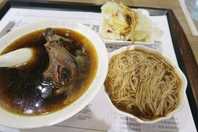 麻油雞(マーヨージー)と麺線(台湾そうめん)のセット